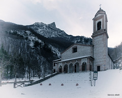 Santuario della Madonna dell'Ambro (Fabrizio Diletti (Fermo, Italia)) Tags: luce italia italy light marche amandola paesaggio landscape field sole sun verde riflessi raggi ray rays reflection d750 zenitar black white bianco nero explore nikon sibilla priora vettore d700 2017 1424 castelluccio norcia sibillini umbria terremoto hearthquake tristezza sadness panorama sunset sunrise tramonto alba luna moon santuario church holy cross croce neve snow winter inverno