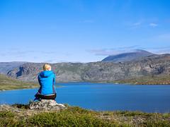 Nat am Kangerluatsiarsuaq (~janne) Tags: sea water circle see wasser arctic trail greenland zuiko act kamera omd gl em1 grnland gewsser 1240mm arcticcircletrail qeqqatakommunia kangerluatsiarsuaq