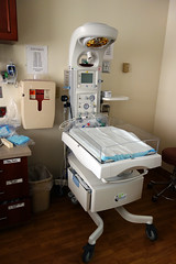 Panda Warmer 01143 (Omar Omar) Tags: losangeles losángeles losangelesca losángelescalifornia la california californie usa usofa dscrx100 sonydscrx100 rx100 cybershotrx100 hospital healthcare medicalcenter pandawarmer bassinet laboranddelivery labordelivery ldr ldrp birthing hollywood hollywoodcalifornia hollywoodca hollywoodpresbyterianmedicalcenter deliveryroom labordeliveryroom usonianhealthcare salubridadestadounidense usonianhospital hospitalgringo salubridadgringa architecting beinganarchitect doingarchitecture