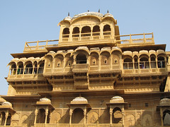 "Fort de Jaisalmer <a style=""margin-left:10px; font-size:0.8em;"" href=""http://www.flickr.com/photos/127723101@N04/22377431562/"" target=""_blank"">@flickr</a>"