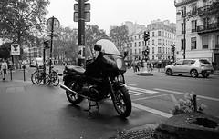 BMW in Paris (Amelien (Fr)) Tags: 147 2016 28f2 28mm 400 aoe analog argentique believeinfilm capturedonrealfilm dilutione epson film fuji fujifilm hc110 neopan olympus pellicule zuiko blackandwhite bw filmisnotdead homescanned monochrome nb noiretblanc om2 v550