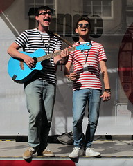 The Happy Accidents (rjevans6) Tags: edinburgh streetphotography royalmile streetperformer oldtown streetperformance g12 canong12 thehappyaccidents fringe2015