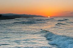 El sort surt - The Sun rises (McGuiver) Tags: sea costa sun sunrise canon landscape coast mar mediterranean wildlife paisaje catalunya garraf paisatge mediterrani sigma1770 canoneos400d