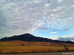 Camino de Inazares (akel_lke ) Tags: blue sky cloud azul clouds landscape nuvole movil samsung mobil paisaje bleu murcia cielo nubes celular campo blau montaa nuage nuages elke dorado fotografo rakel regindemurcia nuvoles inazares samsunggalaxy rakelelke rakelmurcia samsunggalaxyminisiii caminoeltartamudo caminodeinazares caminoaelmoralejo
