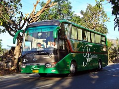 Shiny Happy People (leszee) Tags: 2 people bus happy shiny hd trans freddy ud bantay ilocossur nationalroad shinyhappypeople kinglong farinas nissandiesel farinastrans kinglongxmq6129y xmq6129y bulagcentro kinglonghd kinglonghdxmq6129y