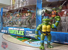 "Nickelodeon ""HISTORY OF TEENAGE MUTANT NINJA TURTLES"" FEATURING LEONARDO i (( 2015 )) (tOkKa) Tags: 2005 toys comic 1988 2006 1993 1992 leonardo figures toysrus 2012 2007 teenagemutantninjaturtles tmnt nickelodeon 2014 2015 displaystand playmatestoys ninjaturtlesthenextmutation toysrusexclusive tmntfastforward toontmnt tmntmovie4 turtlemilkstudios eastmanandlairdsteenagemutantninjaturtles moviestartmnt varnerstudios toonleo paramountteenagemutantninjaturtles 4kidstmnt paramountsteenagemutantninjaturtles tmnt2003 historyofteenagemutantninjaturtlesfeaturingleonardo davearshawsky tmnt2014movie"