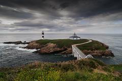Isla Pancha. Ribadeo (MigueR) Tags: espaa faro mar nikon paisaje tokina galicia nubes lugo ribadeo d80 islapancha
