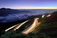合歡山~雲海●車軌~  Light trail sunset (Shang-fu Dai) Tags: night nikon taiwan scene 南投 formosa 台灣 d800 合歡山 nantou hehuan 昆陽 車軌 主峰 3237m 3416m