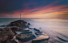 Sand Dance (Langstone Joe) Tags: longexposure sunset seascape hayling haylingisland hampshire solent groyne cirrusclouds sandypoint