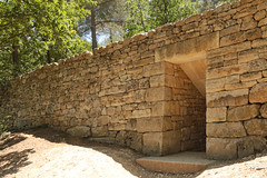 Chteau La Coste - Le Puy Sainte Rparade (France) (Meteorry) Tags: france june wall forest woods europe aixenprovence paca mur vigne fort vinyard domaine andygoldsworthy 2015 bouchesdurhne oakroom meteorry provencealpesctedazur provencealpesctedazur lepuysainterparade chteaulacoste paysdaix