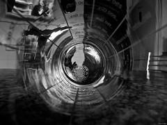 La medida de las cosas (Luicabe) Tags: blancoynegro cabello cocina cristal enazamorado imagen interior línea luicabe luis máquina medida mesa metal monocromático reflejo silla túnel vaso vidrio yarat1 zamora