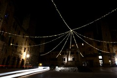 San Gimignano Piazza Cisterne_carlights (moniq84) Tags: san gimignano night carlights lights square piazza cisterne village borgo medieval siena toscana tuscany italia italy nightscapes nightphotography christmas time long exposure street lamp wow panorama paesaggio italie place hiver winter newyear