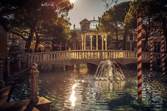 Small Venice in Europapark (simonpe86) Tags: europapark bridge fountain springbrunnen water wasser brunnen venice brücke christmas venedig green
