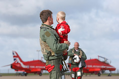 (aeroman3) Tags: royalairforce raf aircraft hawk redarrows royalairforceaerobaticteam rafat child father family boy personnel nonidentifiable man male pilot rafphotographiccompetition2015 homecoming son uk