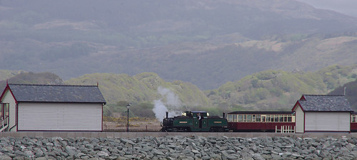 RD13240.  EARL OF MERIONETH arriving at Porthmadog Harbour Station.