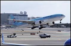 HL7574 - Los Angeles (LAX) 07.10.2009 (Jakob_DK) Tags: 2009 lax klax losangeles losangelesinternationalairport kal korean koreanair koreanairlines boeing boeing777 777 b777 777200 777200er