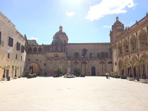 Una delle piazze più belle d'Italia a #mazaradelvallo dove si incontrano le civiltà del #mediterraneo #sicily #sicilia #instasicily