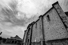 Iglesia de San Julin y Santa Basilia (vpogarcia) Tags: bw espaa blanco horizontal digital canon arquitectura negro pueblo bn isla historia hdr cantabria norte gtico