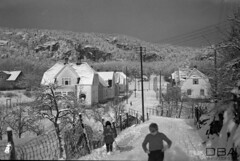 VAFB_Jensen_10_030f (dbagder) Tags: norway barn vinter natur nor srlandet kristiansand sn leker klr vestagder boliger boligomrder eneboliger kulturhistoriskefotografier