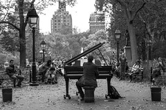 The Piano Guy in the Park (RobMatthews) Tags: manhattan newyork washingtonsquarepark street piano streetmusician streetwise streetculture website