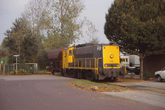 The Netherlands - Deventer - Industrial connection (railasia) Tags: holland allan ns nineties deventer overijssel streetrunning industrialrail dlocogoodswagon series222300