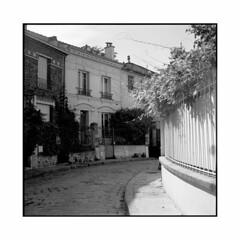 la campagne 2  paris, france  2015 (lem's) Tags: street paris france minolta maisons cit rue campagne paved autocord houes pave
