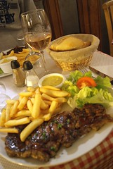 Steak Frites | Brasserie Coq Hardi | Grand Place | Lille (Elisabeth de Ru) Tags: france geotagged lille nordpasdecalais ros ciabatta steakfrites celisabethderu brasseriecoqhardi