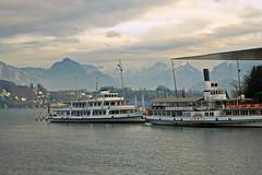 2016.12.24.006 LUCERNE - Le lac des Quatre Cantons (In Explore du 28/12/2016) (alainmichot93 (Bonjour à tous - Hello everyone)) Tags: 2016 suisse schweiz svizzera lucerne luzern lac see bateau boat montagne nuages