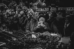 And there was light. (Marián Company (The Fresh Feeling Project*)) Tags: mercadocentral valencia ancianos móvil teléfonomóvil uva retrato phone mobile stilllife market food papparazzi foodies street streetphoto streetphotography streetphotographer city grapes fruits mediterranean tech blackandwhite bw blancoynegro noiretblanc