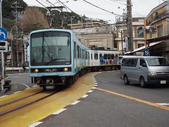 walking around Kamakura 2016.12.26 (39) (double-h) Tags: omdem10markii omd em10markii mzuikodigitaled1442mmf3556ez 藤沢市 fujisawacity 江ノ島電鉄 江ノ電 train enoshimaelectricrailway enoden