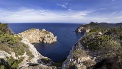 Isola Foradada in panoramica (Sascha Fiori) Tags: isola costa mare rocce alghero belvedere acqua sardegna sardo panorama