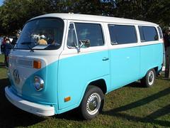 1973 Volkswagen Transporter (splattergraphics) Tags: 1973 volkswagen transporter bus vw carshow ridgelypharmacycarshow ridgelyrailroadpark ridgelymd