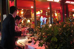 Paris Montparnasse: La Rotonde, restaurant of the Golden Twenties (Annes Folles) (Sokleine) Tags: paris france heritage caf night restaurant bynight 75006 montparnasse nuit iledefrance nocturne brasserie larotonde annesfolles goldentwenties happytwenties