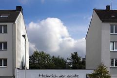 Heinrich der achte (1) (Rdiger Stehn) Tags: germany deutschland europa himmel wolken bauwerk bume gebude kiel schleswigholstein 2000s norddeutschland mitteleuropa 2015 profanbau 2000er holtenauerstrase canoneos550d kielblcherplatz