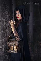 La dama de las alamedas (Art.Mary) Tags: portrait españa woman canon jaula andalucía mujer spain retrato femme capa cage modelo granada espagne fantasía dílar misteriosa capanegra