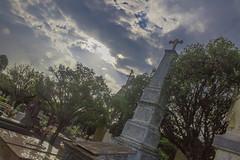Cemitério (Vincent Zanicheli) Tags: cruz pedra cemitério dia diferente tudo depende do seu olhar pirassununga brasil interior são paulo céu lindo azul