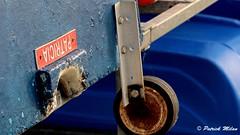 PATRICIA (patrick_milan) Tags: blue bleu red rouge rope bateau ship boat voilier pêche sailing fishing iroise ocean port harbour quay quai buoyant buoy tugboat saariysqualitypictures cordage aussière accastillage bouée flotteur hublot porthole bout taquet latch poulie pulley réa palan cloche bell hawser compass hélice propeller rudder safran gouvernail snap hook mousqueton manille shackle ring anneau