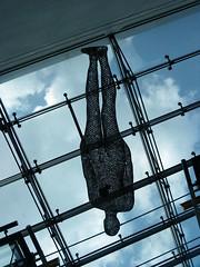 Ingravidez (Pilar Palomo) Tags: sculpture art arte manchester antonygormley escultura ingravidez weightlessness pentaxart
