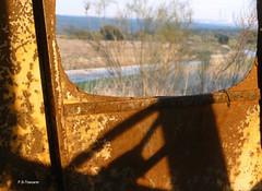 Ventana sin cristal. Window without glass. (Esetoscano) Tags: cabina cabin ventana window cristal glass tractor abandonado abandoned oxidado rusty sombra luzdeatardecer sunsetlight albumabandonosenlasmatas abandonmentsinlasmatas lasmatas comunidaddemadrid españa spain