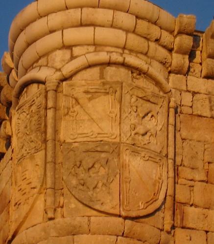 Íscar (Valladolid). Castillo. Escudo de Pedro de Zúñiga, conde de Miranda