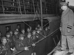 US Army arriving in Belfast, January 1942 (G.I.N.I) Tags: generalhartle belfast 1942 26january1942 eto americanexpeditionaryforce magnetforce 34thinfantrydivision iowa generalrussellphartle dufferindocks pollockdock
