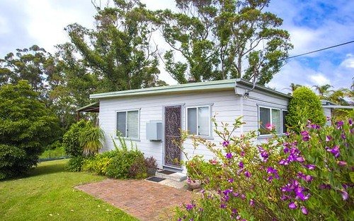 13 Weymouth Drive, Lake Tabourie NSW 2539