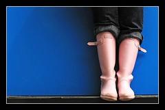 botas rosas (manuel holgado (mholm)) Tags: colores objetos minimal abstracto monocromos mholm planoinferior