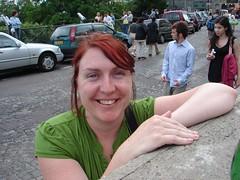 She came to Paris from Australia, 2006 (Julie70 Joyoflife) Tags: people paris france english stairs french photos 2006 images montmartre sacrcoeur meetings gens flickrmeeting paris18e buttemontmartre copyrightjuliekertesz autralians norvenians noporestrangers montmartrois