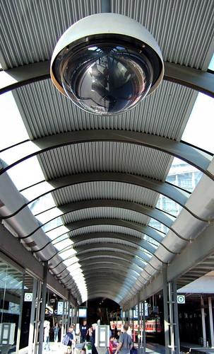 Überwachung - Kamera im Hamburger Hauptbahnhof