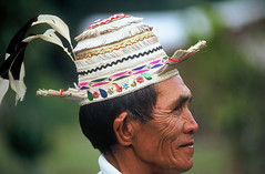 KELABIT MAN - BORNEO (BoazImages) Tags: travel portrait man smile hat topv111 forest colorful asia culture documentary tribal jungle malaysia borneo southeast ethnic minority indigenous ethnicity kelabit
