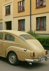 Beige Swede against beige wall (T r u d e) Tags: old car volvo beige pv nostalgy volvopv