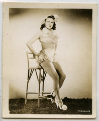 unidentified 1940s starlet (Dill Pixels (THE ORIGINAL)) Tags: bw woman topv111 vintage movie photo topv555 topv333 topv999 topv444 posed cheesecake topv222 chick professional hollywood actress moviestar topv777 topv666 flick foundphoto bathingsuit sepiatone starlet 1000views topv888 appropriated bathingbeauty 1500views artisticappropriation joanleslie