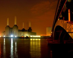 South London (pixelpercy) Tags: bridge chimney sky orange reflection london industry water animals thames river lights google flickr chelsea shoot shot image photos shots crane south north images pinkfloyd photographs pixel pixels battersea flicker batterseapowerstation percy solarpower grosvenorroad top20longexposure gosvenorbridge