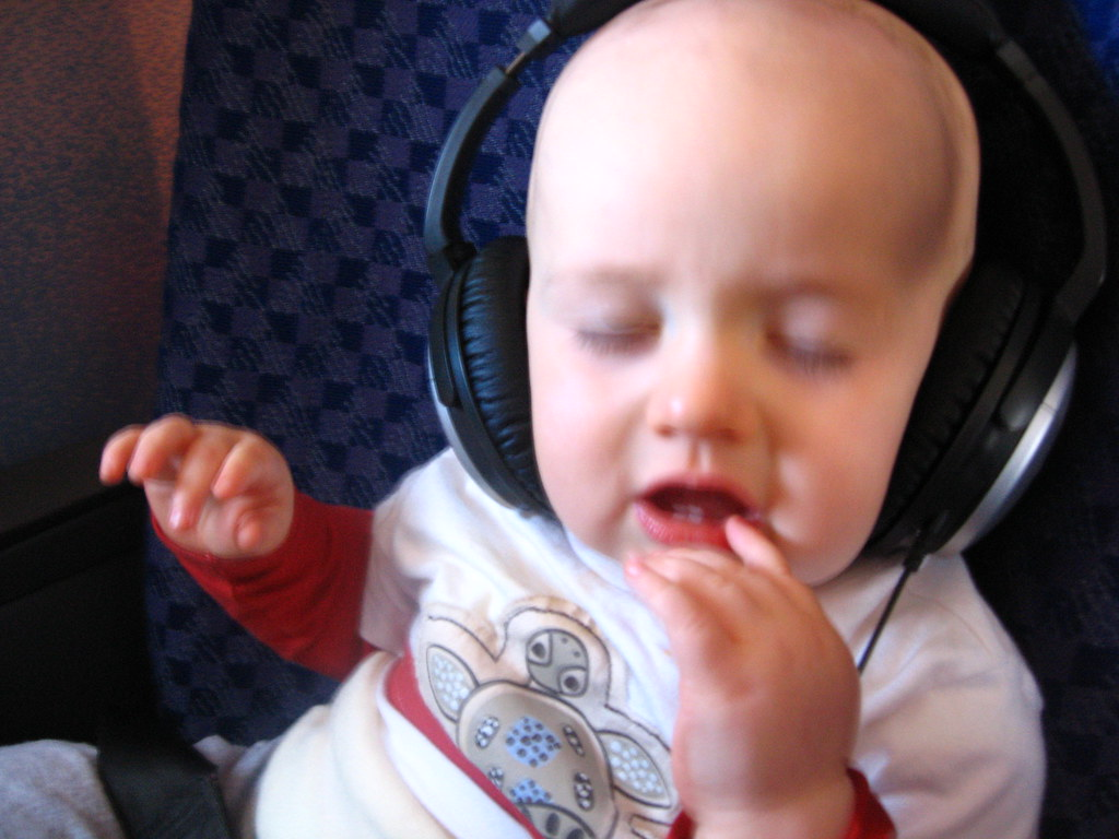 Cian w headphones 8-07-06_20060807_0002